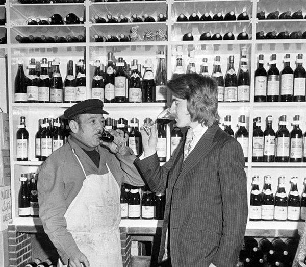 Steven Spurrier i sin vinbutik på 70-talet