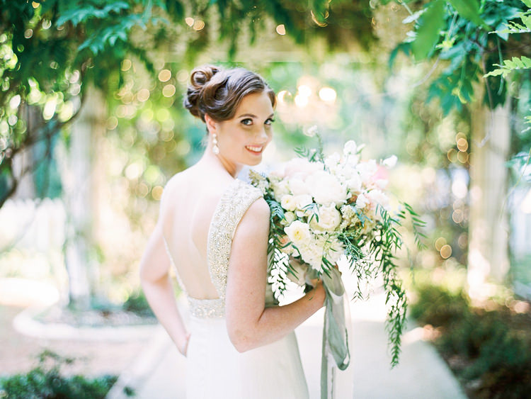 bouquet-flowers-holding-mt-tambourine-photographer-tea-nicities-Wedding-white-lily-couture.jpg