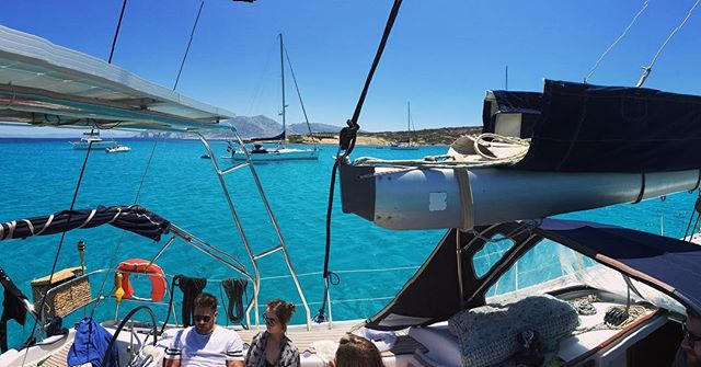 🇬🇷⛵️⚓️boat life⚓️⛵️🇬🇷 #welivetoexplore #adventure #sailinglife #boatlife #piratelife #greekislands #sailawaywithme #sailing #adventure #mykonos #koufonisia #cyclades #greece2018 #sailingholiday #poribay #naxos #namaste #yoga #bluesea #beachbum #retreat #soulstepper