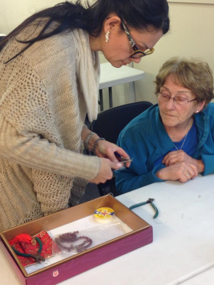 Eva assisting a student at a recent Joyeria workshop.