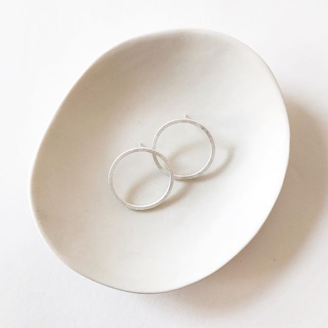 Some days just call for simplicity . . . #yashabutler #minimal #minimaljewelry #minimalstyle #slowfashion #jewelry #jewellery
