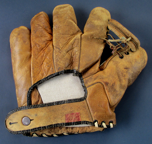 Back of Dizzy Dean artwork Spalding glove