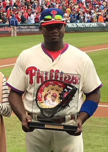 ryan-howard-holding-baseball-glove-art.jpg