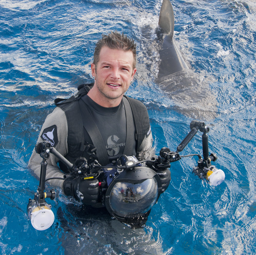 4PM - U/W PhotographyDeano CookWorld Renown U/W Photographerhttp://deanostudios.com Deano is an artist, an avid scuba diver, an underwater photographer, and a realist. Learn about his amazing adventures that goes into his artwork and how you can explore and start taking your own!