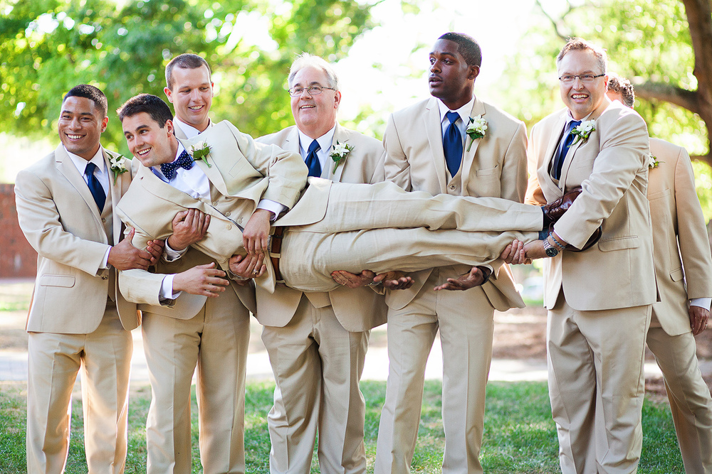 Fun Wedding Picture Ideas with the Groom