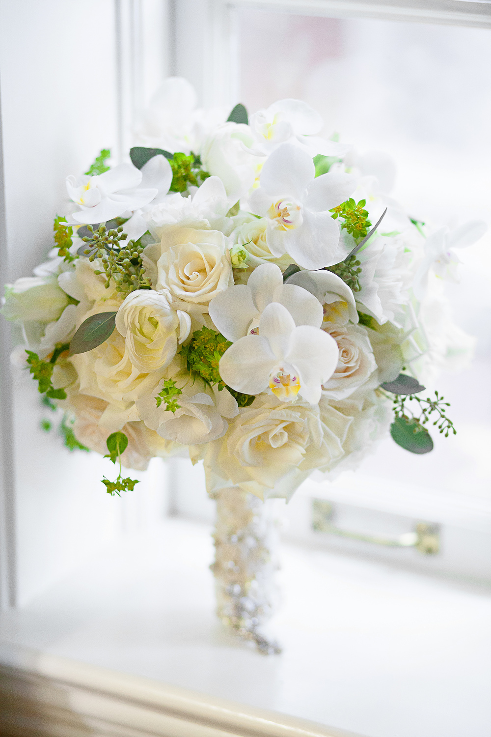 White Bouquet by Fresh Affairs