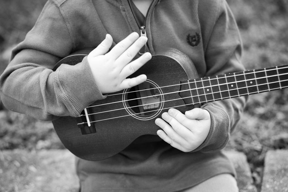 covington photographer portrait strumming ukulele