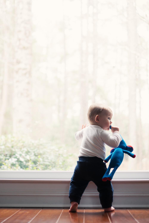 kids photographer georgia toddler at window