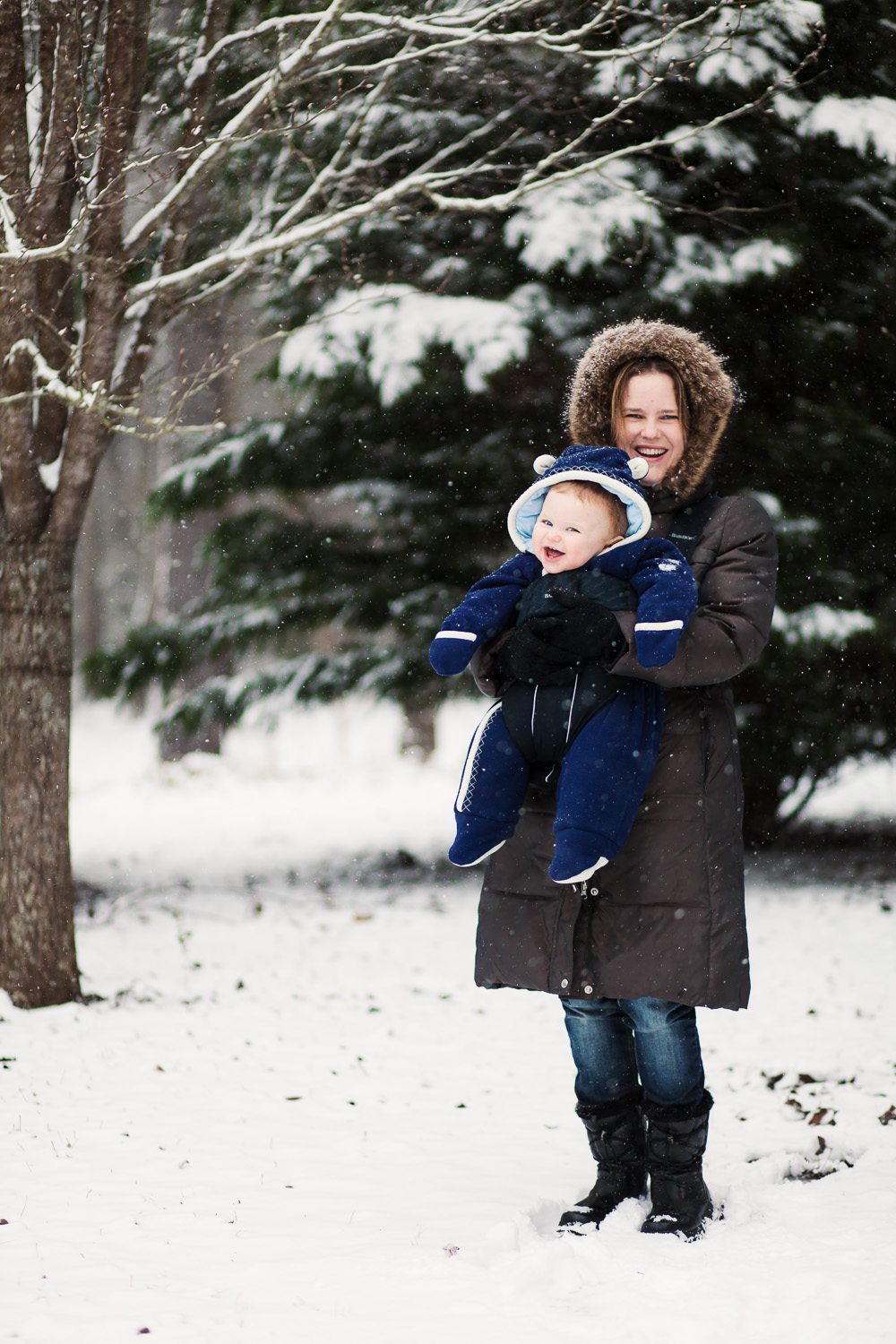 Atlanta family photographer snow portrait mom and baby