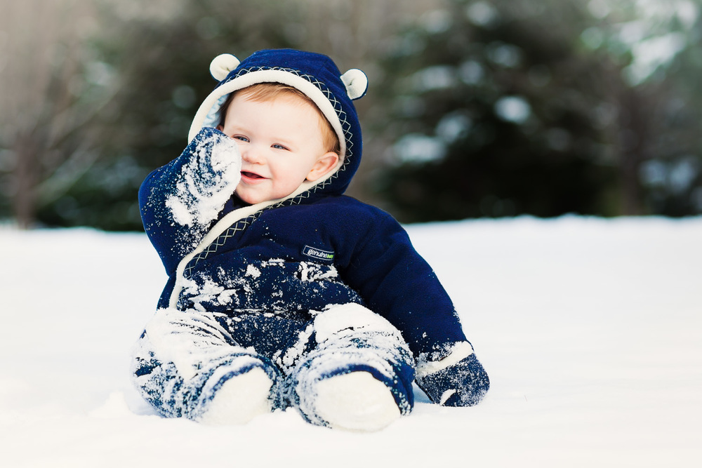 Atlanta kids photographer baby playing in snow