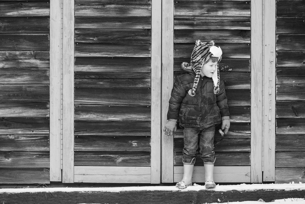 covington kids photographer barn in snow