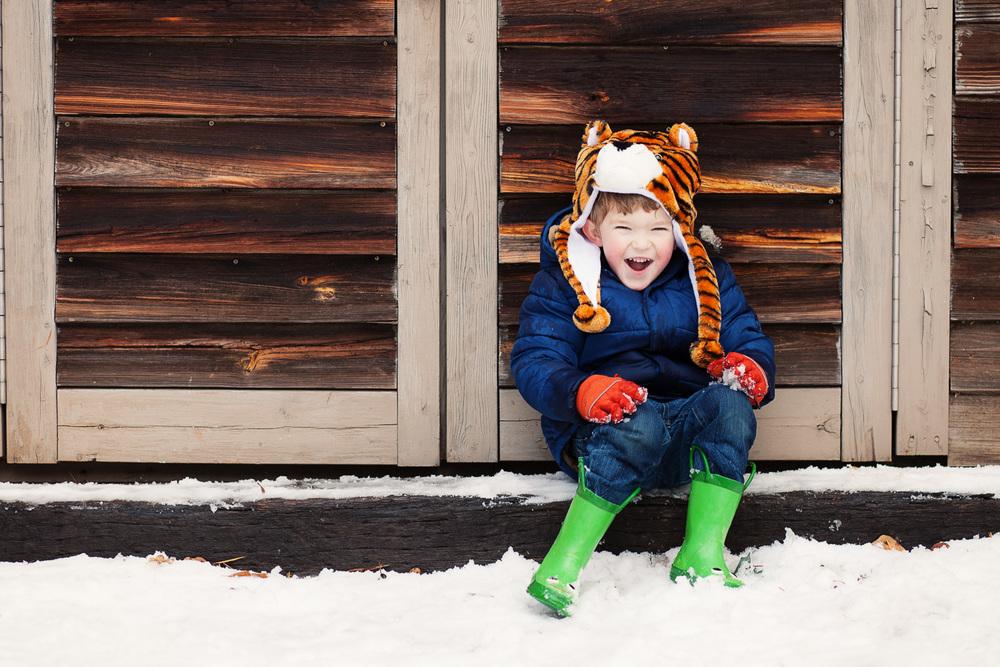 covington ga kids photographer fun by the barn