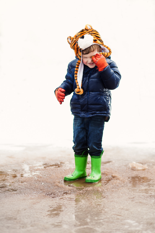 atlanta kids photographer puddle splash