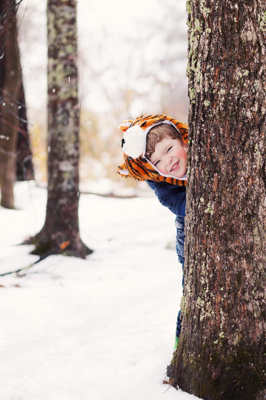 kids photographer atlanta peek-a-boo in snow