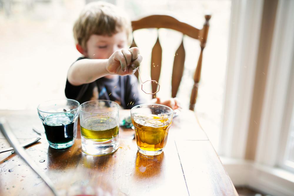 boy dropping egg in dye photography covington ga