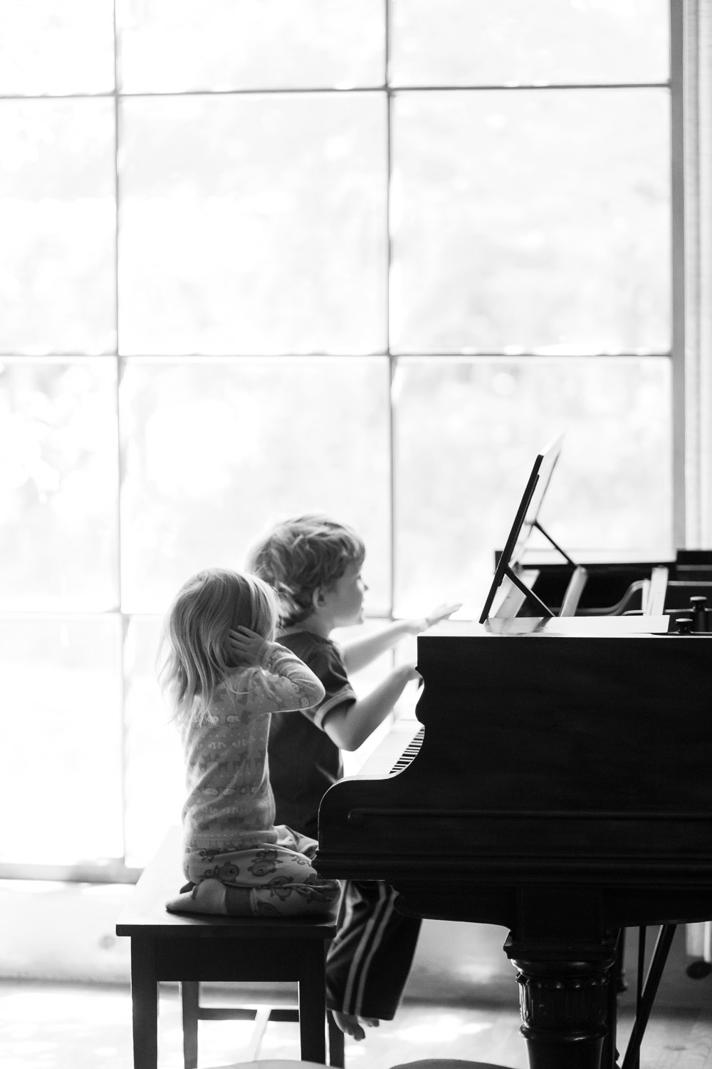 atlanta photographer kids playing piano