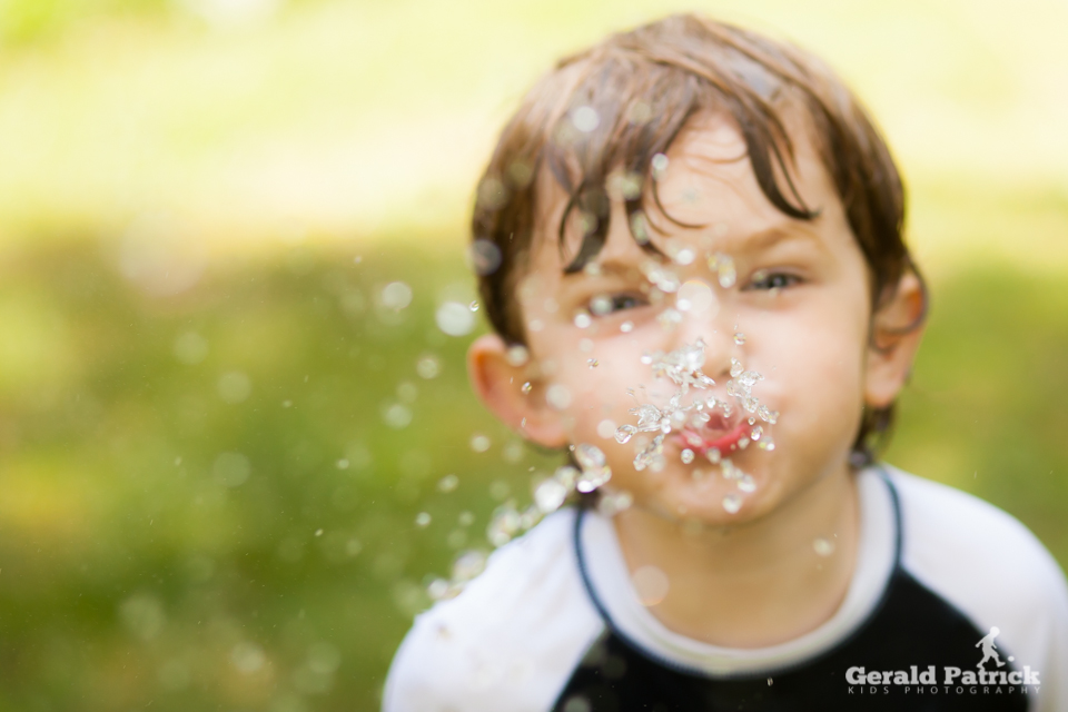 covington ga children's photographer spraying water