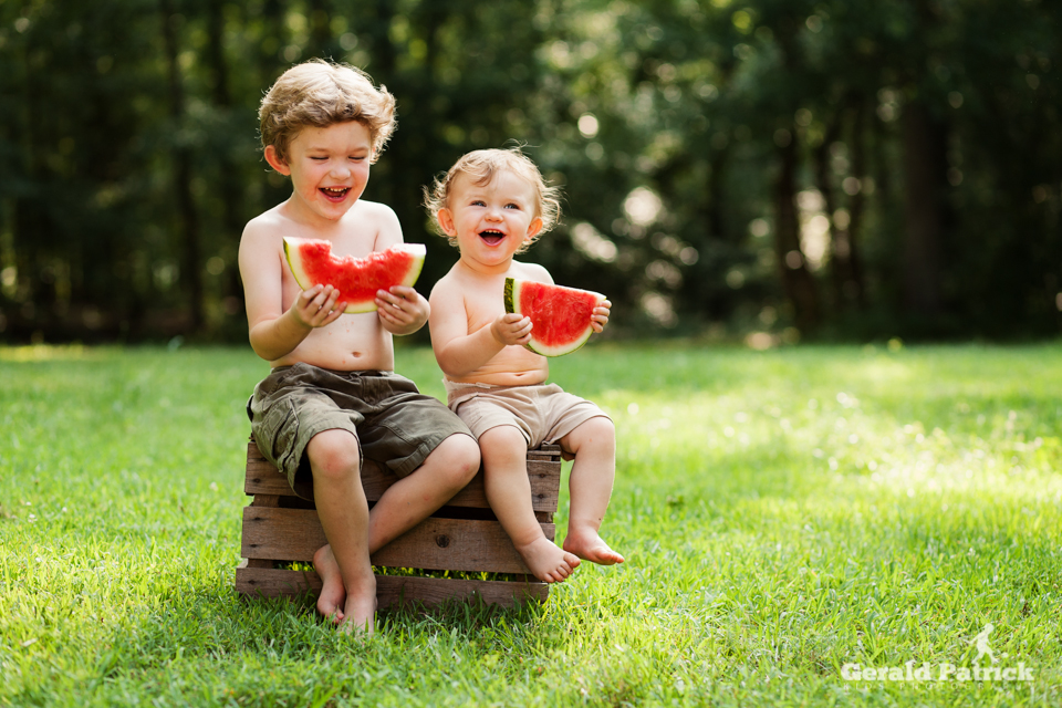 atlanta kids photographer brothers sharing watermelon