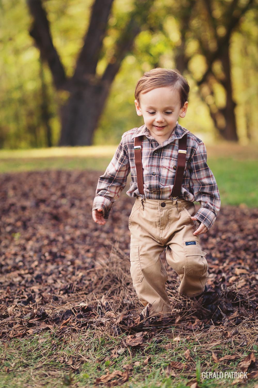 covington ga photographer boy kicking leaves