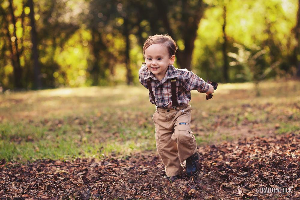 covington ga photographer boy running through leaves