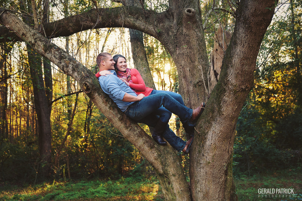 Atlanta photographer beautiful engagement couple in tree