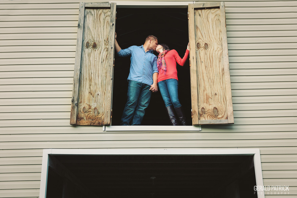 Covington GA photographer couple session in barn