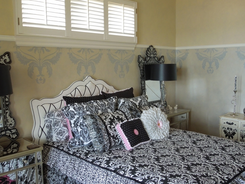 Damask with Metallic Wall Glaze