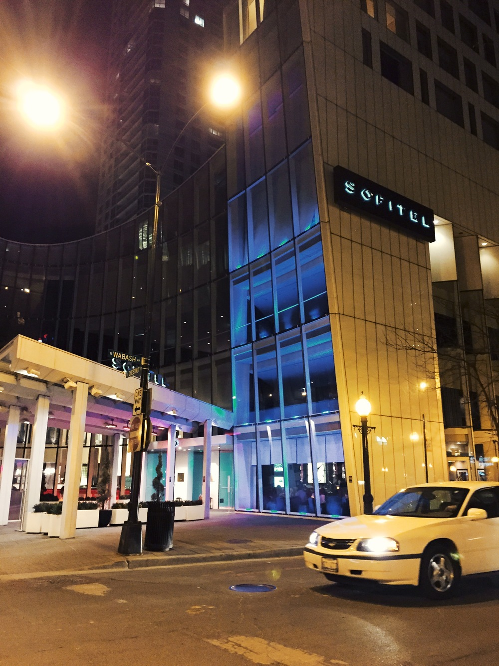 Hotel Sofitel, Wabash and Chestnut