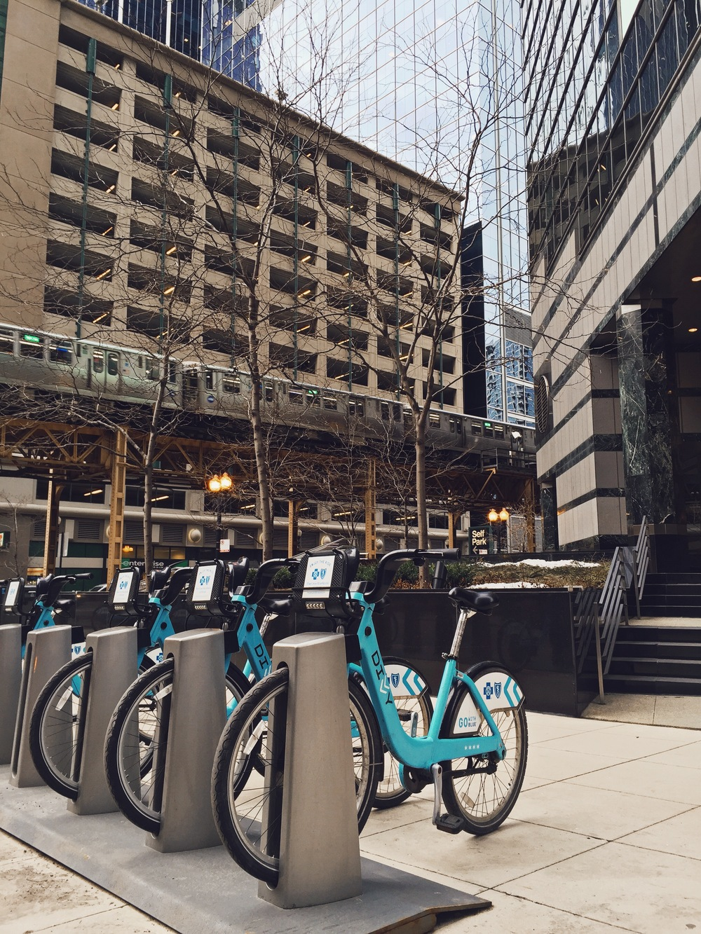 Divvy Bike Station, 333 W Wacker