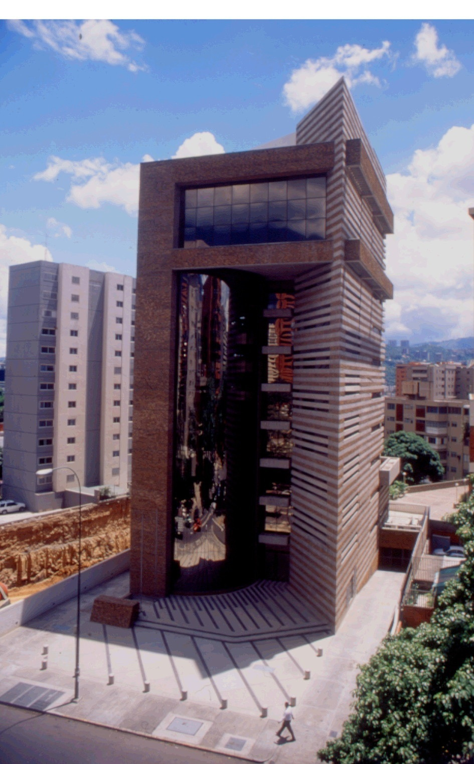 2000 XII Bienal de Arquitectura de Quito   Selected project to participate for Venezuela, Millennuim Office Building