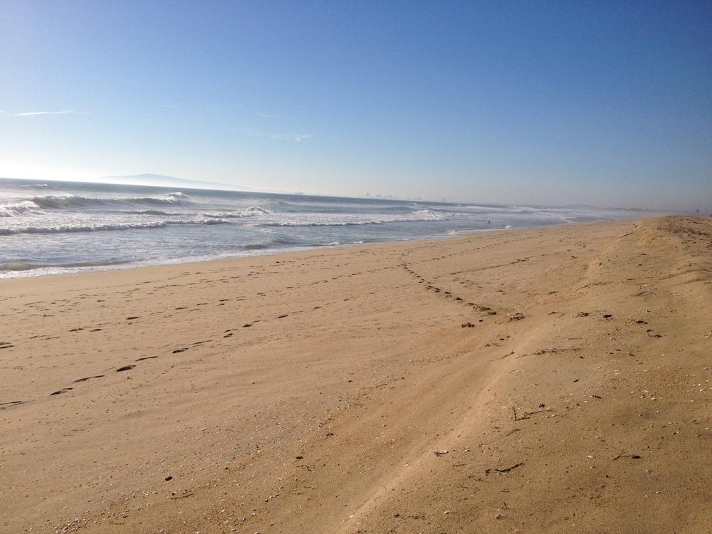 Huntington Beach: my dream of an endless sunny beachto run