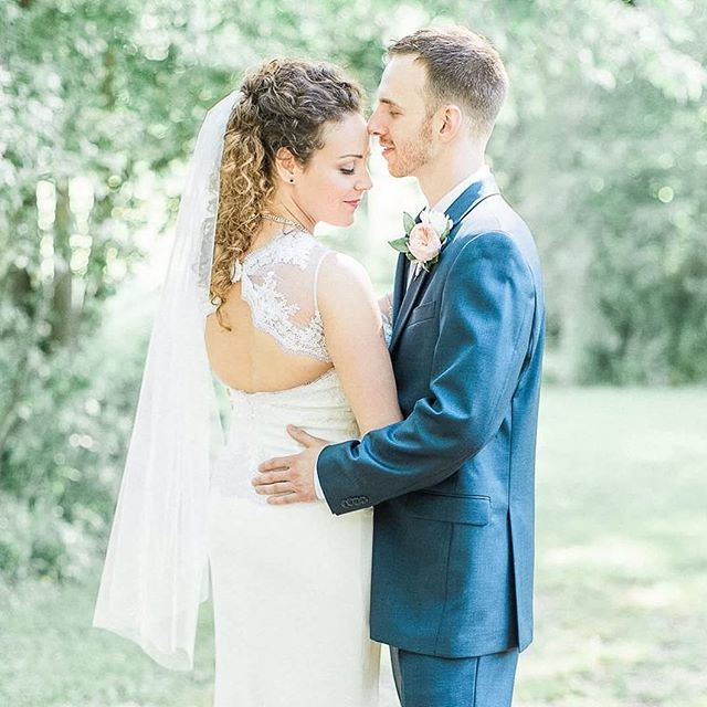 Randy & Lindsey are the best! They were married yesterday in a beautiful intimate setting, sharing their day with close family & friends. I don't think I've ever cried so much during a ceremony. Congratulations to you both!