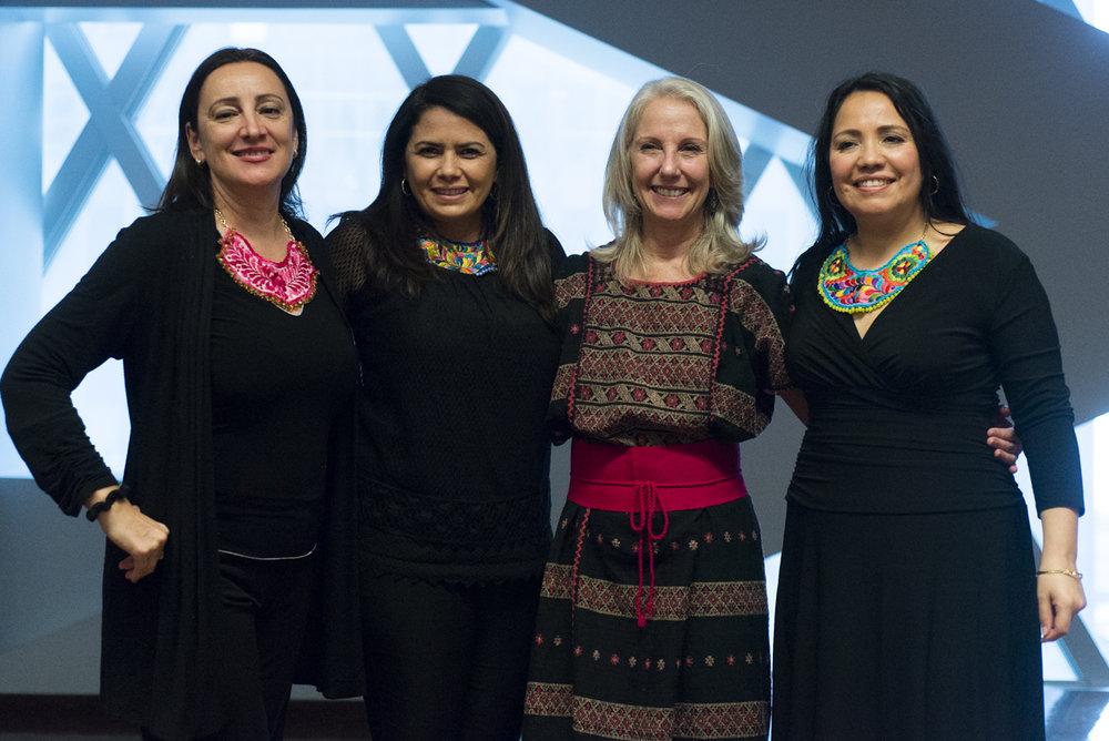 Con mi grupo de escritoras, las Eñes (Rocio, Alicia Spinner y Elena Camarillo)