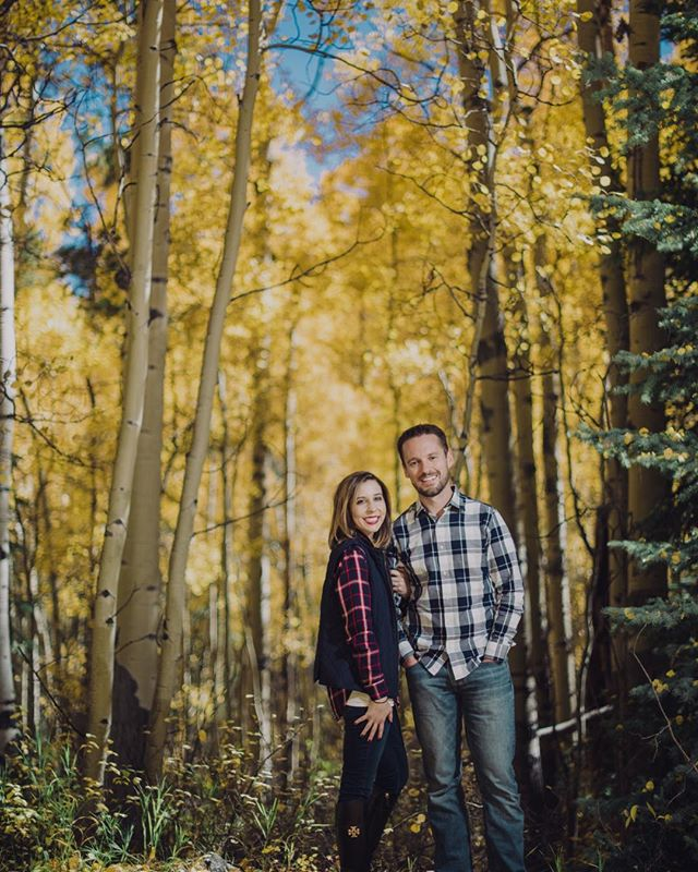 Feeling all the fally-ness with these two beautiful people in one of our favorite places 🍁 #aspen #aspencolorado #aspenphotographers