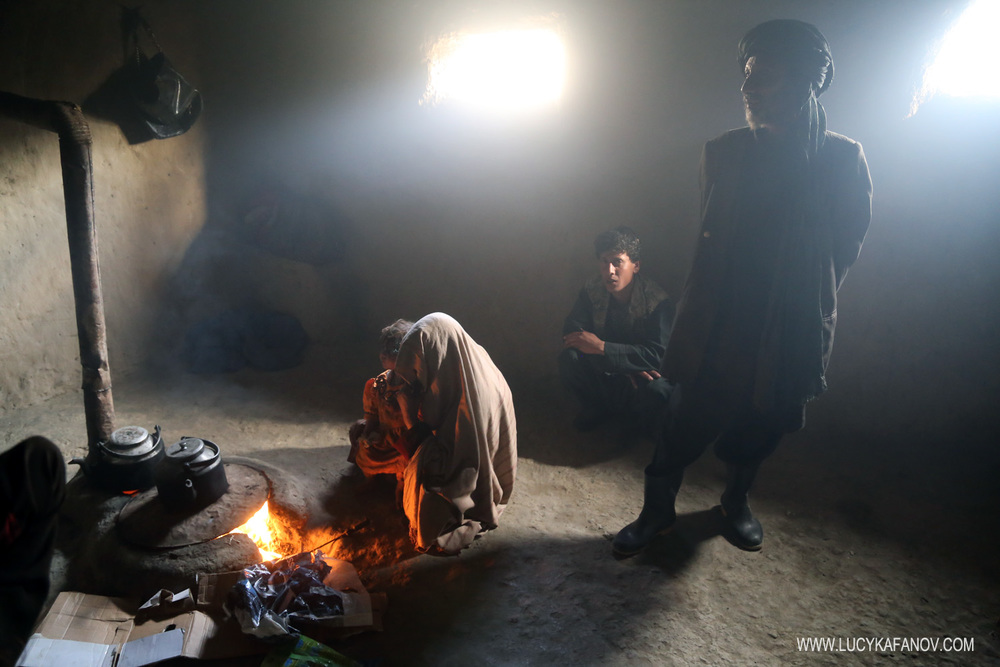 There are no campaign rallies here, no voter registration drives, no polling centers. At #Kabul's internally displaced camp, the residents say they're the forgotten ones. This family has more pressing concerns than the elections: staying warm and feeding the young one.