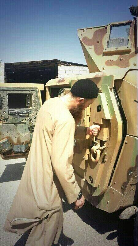 The first US humvees arrive in Syria, in the hands of ISIS. Captured in Mosul. via @ajaltamimi