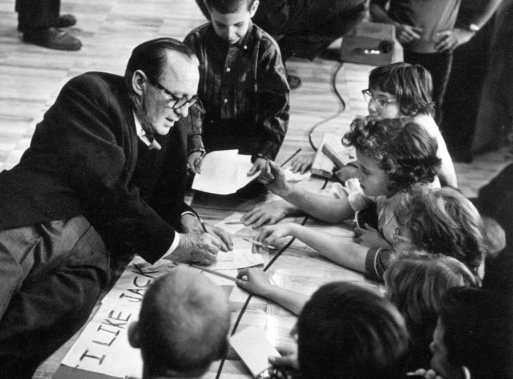 Jack Benny with children in Waukegan.
