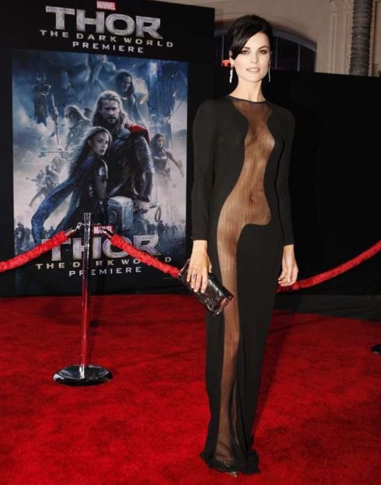 Jaime Alexander (SIF) poses at the Thor: the Dark World premiere