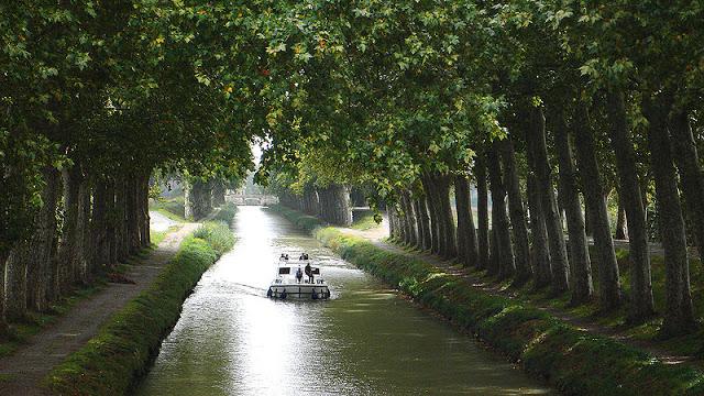 800px-Canal_du_Midi_02.jpg