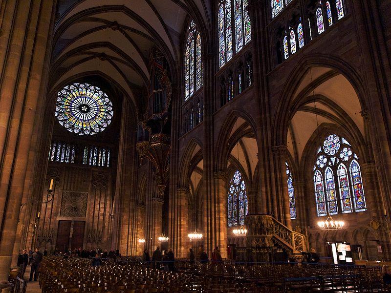 Strasbourg_Cathedral_inside.jpg