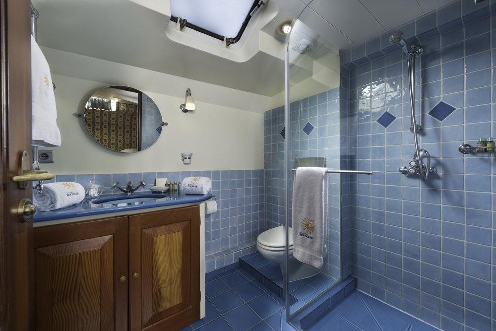 Roi Soleil 2.1 Bath Blue MB 9.jpg