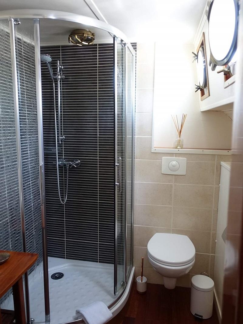 hotel-barge-la-vie-en-rose-FW9.jpg