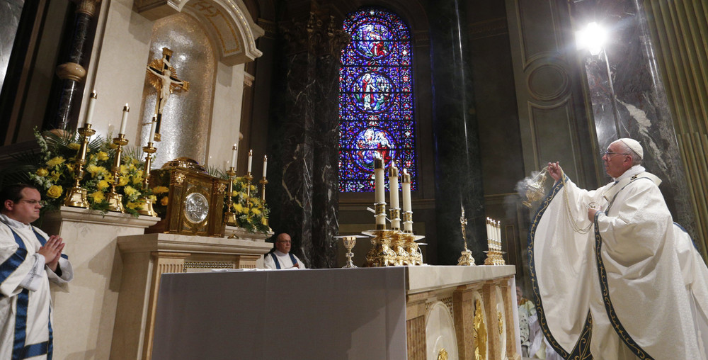 Pope Francis incenses the altar at the Cathedral Basilica of Saints Peter and Paul during his visit to Philadelphia. (Source: CNS / Paul Haring)