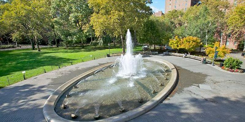 Stuytown_Oval_Fountain_1.jpg