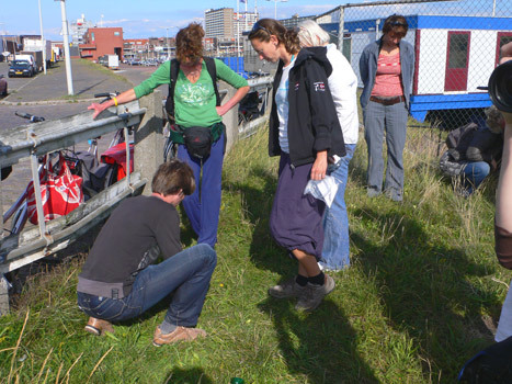 Zij gaven vanuit hun beroepspraktijk visie op de door Annechien Meier en René Jansen gestelde vraag met andere ogen naar het havengebied en duin te kijken dan voor hen gebruikelijk is