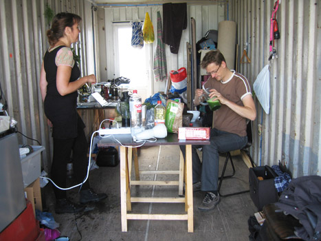 Kookkunstenaars René Jansen en Annechien Meier, hadden voorafgaande aan de fietstochten recepten ontwikkeld en hielden bij elke locatie een proeverij.