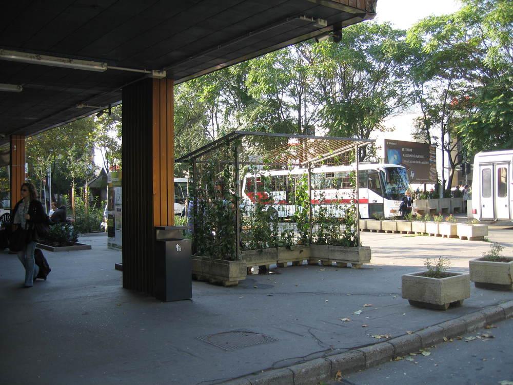 Bussen stoppen voor Clean Air Busstop Laboratory