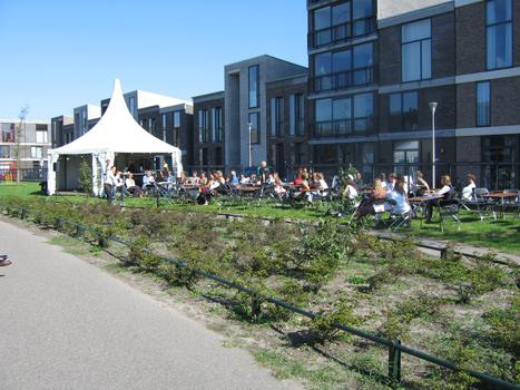 Officiële opening tijdens Close Encounters festival op 9 september 2006. Openingstoespraken door minister van Cultuur Den Haag Jetta Kleinsma en tuinspecialist en schrijver Romke van der Kaa (zie persberichten).