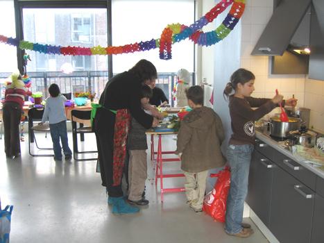 Eindfeest met pompoensoep koken bij kunsthuis 7x11.