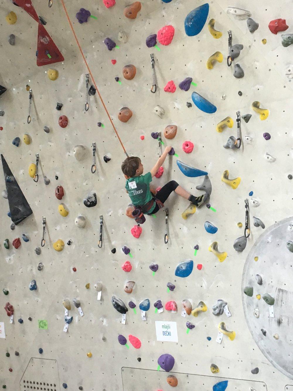 Tekmovanje v športnem plezanju za osnovne šole_Grif_3.jpg